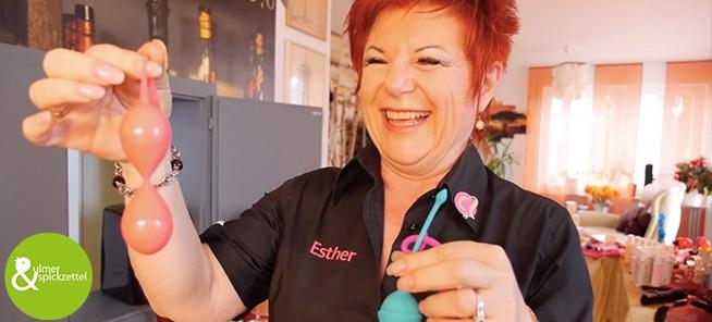 Esther Freund: Die Dildoparty-Veranstalterin