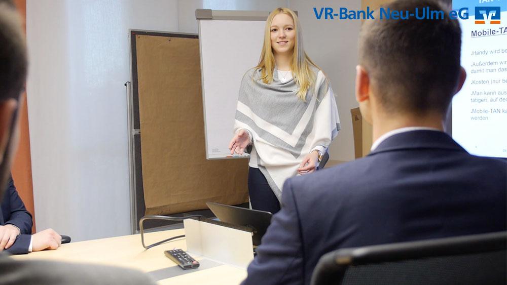 Bankkauffrau/-mann bei der VR-Bank Neu-Ulm